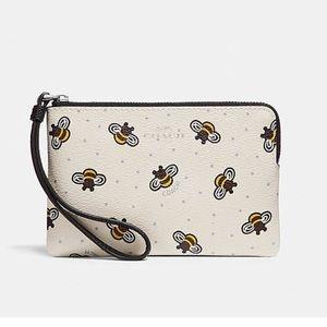 COACH BEE PRINT CORNER ZIP WRISTLet